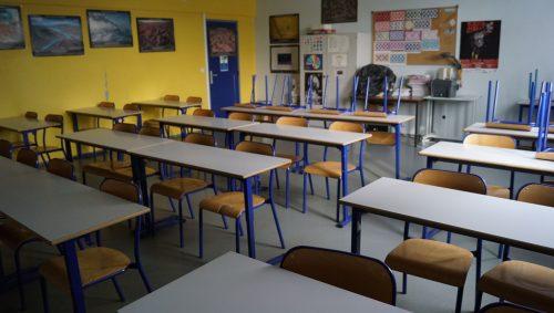 Tables des élèves en rangées